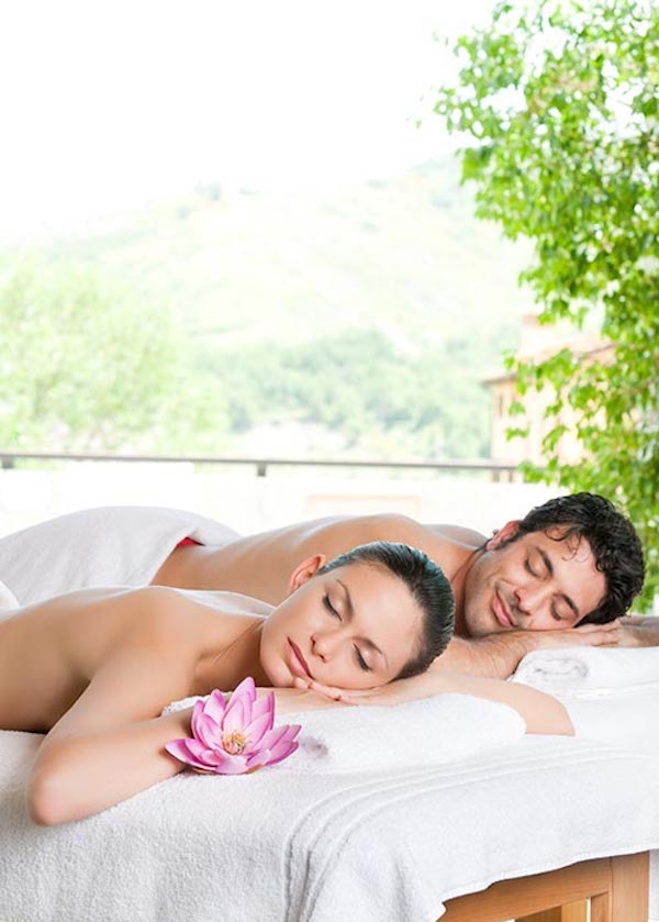 couples-massage-traveling