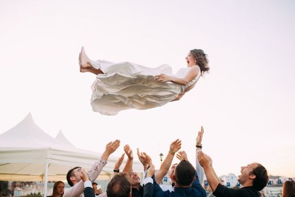 6-Creative-Ways-to-Keep-Your-Wedding-Guests-Entertained