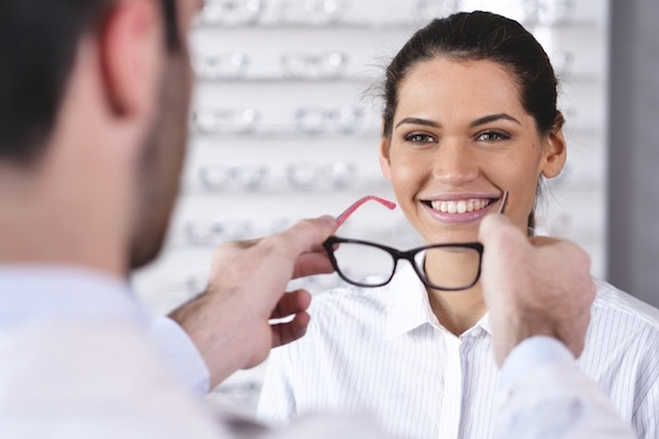Major-Job-Role-and-Responsibilities-of-a-Qualified-Optician