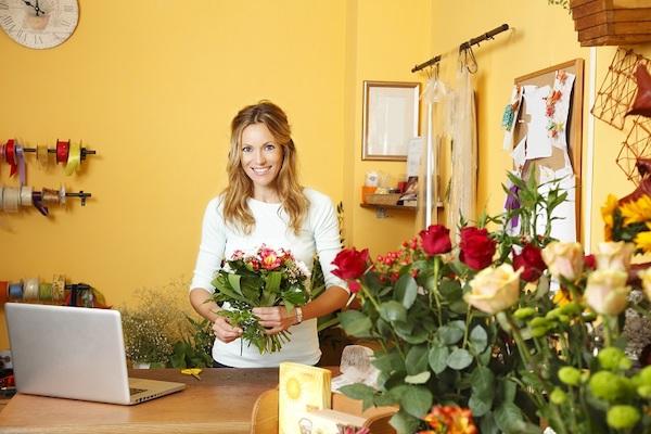 online-flower-delivery-altona-flowers-acw