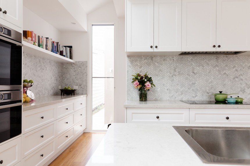 Stone-Works-That-Give-Your-Kitchen-a-Royal-Makeover-anne-cohen-writes-acw